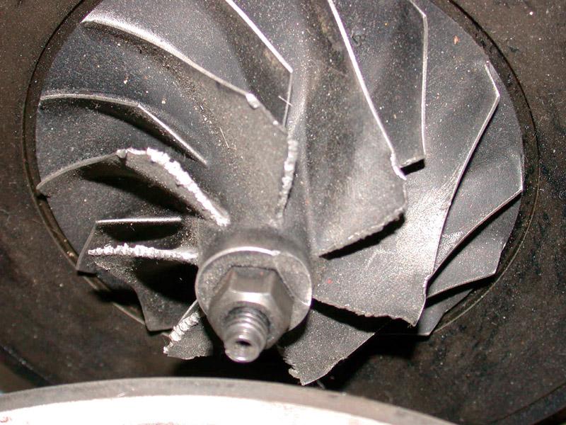 Beschädigtes Verdichterrad eines Turboladers