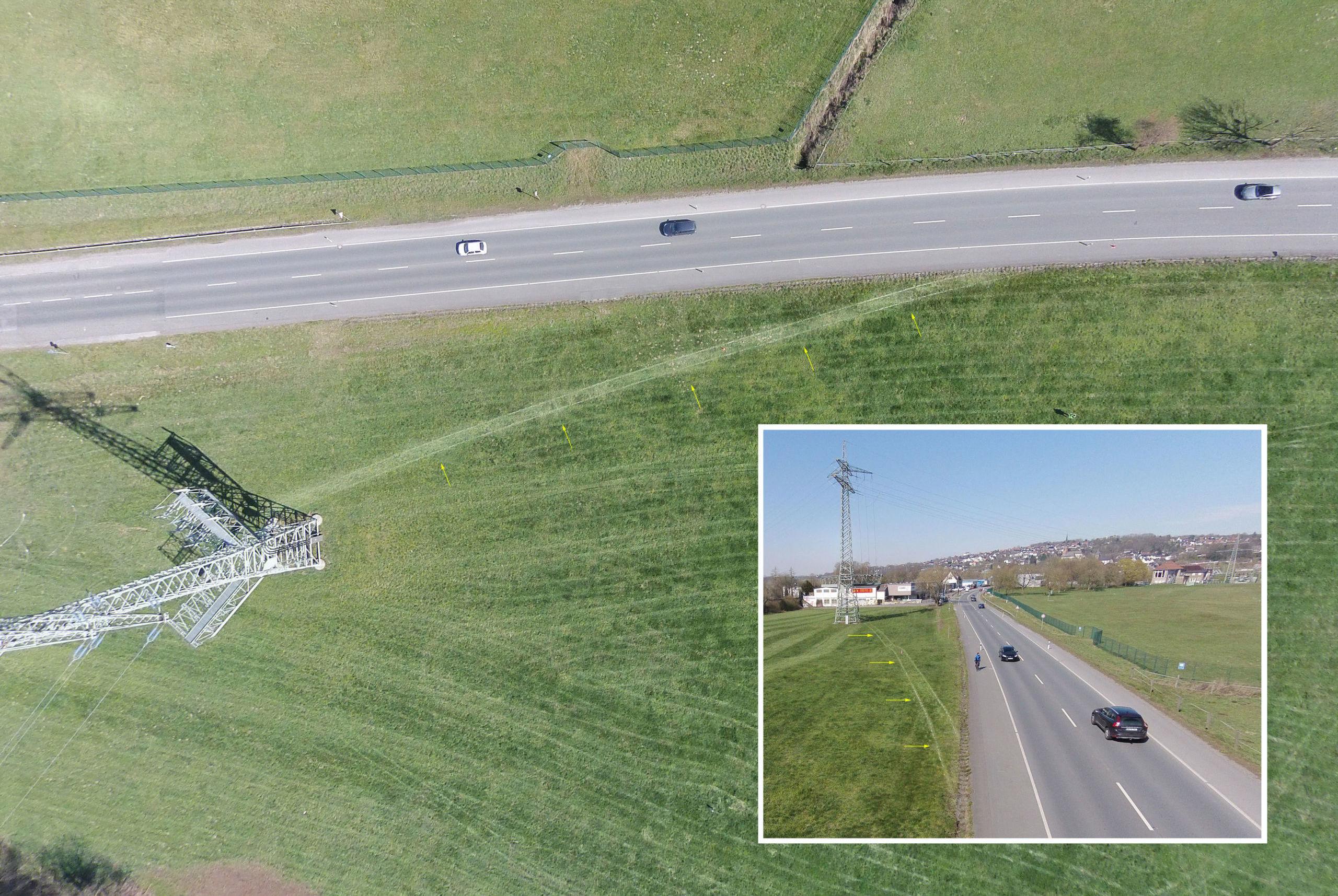 Luftbildaufnahme mit der Drohne: Spurverlauf nach dem Abkommen von der Fahrbahn